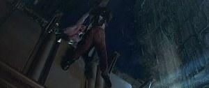 Imagen 5. El androide salva al policía.